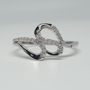 Jewelry - Sterling Silver Elegant Wave Ring